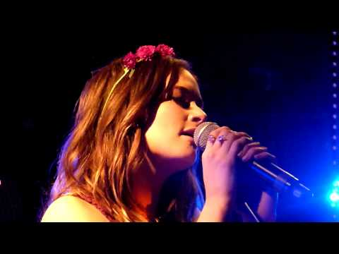 Kacey Musgraves - I Put A Spell On You (live) - Whelans, Dublin - 11-10-2013