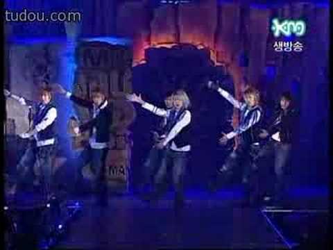 superjunior模仿神话《T.O.P》-珉宇和彗星在台下