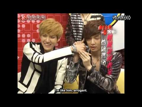 Cute EXO (엑소) Moment #1:Lay use Kris´s Hand as a Telephone