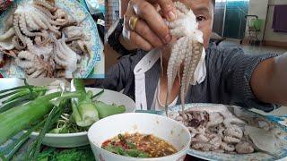 ปลาหมึกสายสดๆน้ำจิ้มรสเด็ดจี๊ดจ๊าด eating food enjoy.