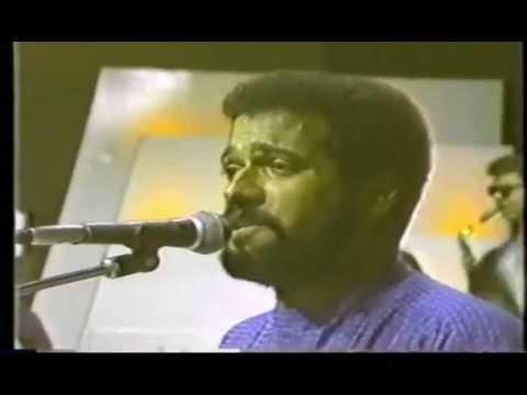 HENRY HIERRO Y SU ORQUESTA (video 80's) - Tus Besos - MERENGUE CLASICO