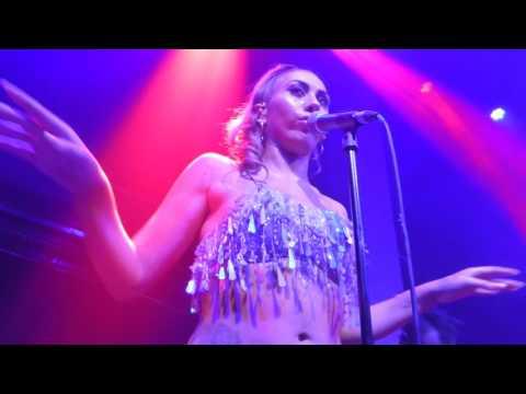 Kali Uchis - Suavemente (Elvis Crespo Cover)/ La Diabla (HD) - Jazz Cafe - 12.06.17