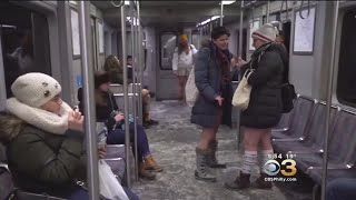 Freezing Temperatures Didn't Stop People From Riding Subway With No Pants