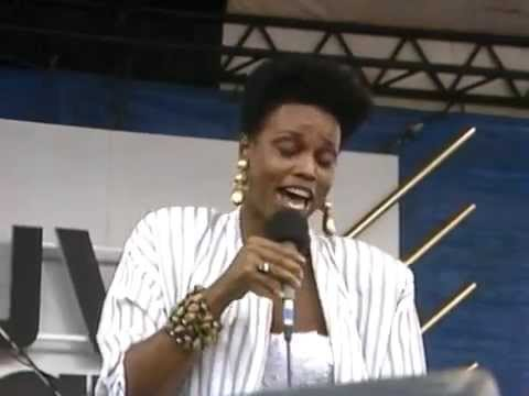 Dianne Reeves | Full Concert | 08/19/89 - Newport Jazz Festival (OFFICIAL)