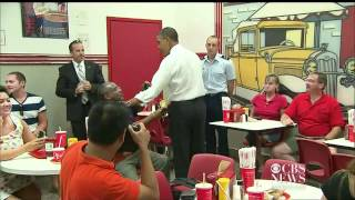 Obama surprises diner, orders chili dogs