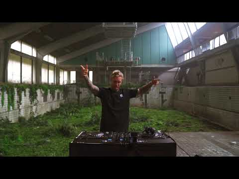 MORTEN live from an abandoned pool in Denmark