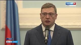 Александр Бурков вручил жительницам Омской области государственные и областные награды