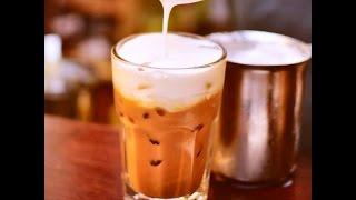 Cà phê latte đá cực đơn giản với bình tạo bọt sữa