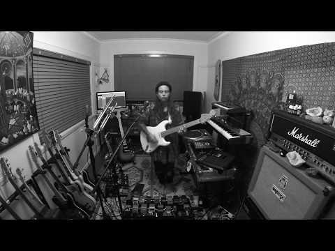 TASH SULTANA - 'MYSTIK' (LIVE BEDROOM RECORDING)