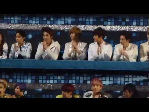 [FANCAM] 121229 가요대전- EXO watching Mblaq