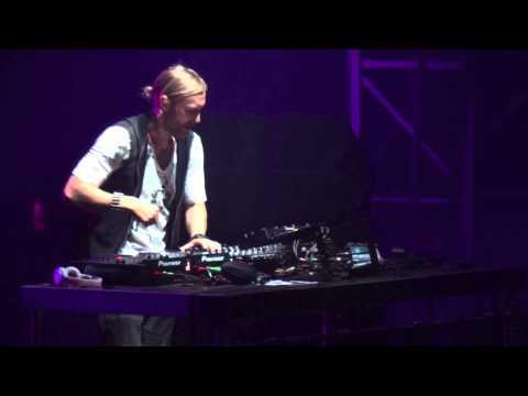 Baixar David Guetta feat. Sia - She Wolf (Falling To Pieces) - Arène de Nîmes le 20 Juillet 2012
