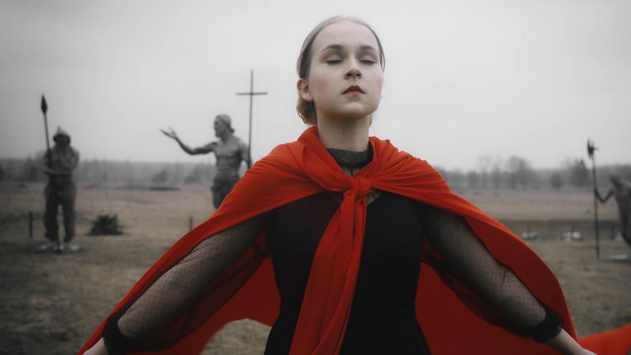 Dziedātājai Aleksandrai Špicbergai un vīru vokālajai grupai tapis jauns video – dziedājums AGNUS DEI