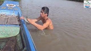 56 | Ra sông mò cá núp dưới những dấu chân | Fishing