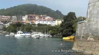Paseo en barco en el país vasco