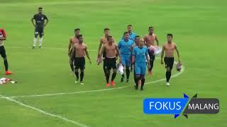 Cầu thủ Indonesia hỗn chiến, đuổi đánh trọng tài