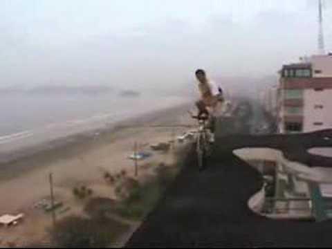 На точак на раб од зграда!
