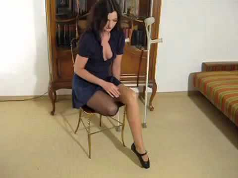 Amputee brittney stump show with one crutch - 3 part 3