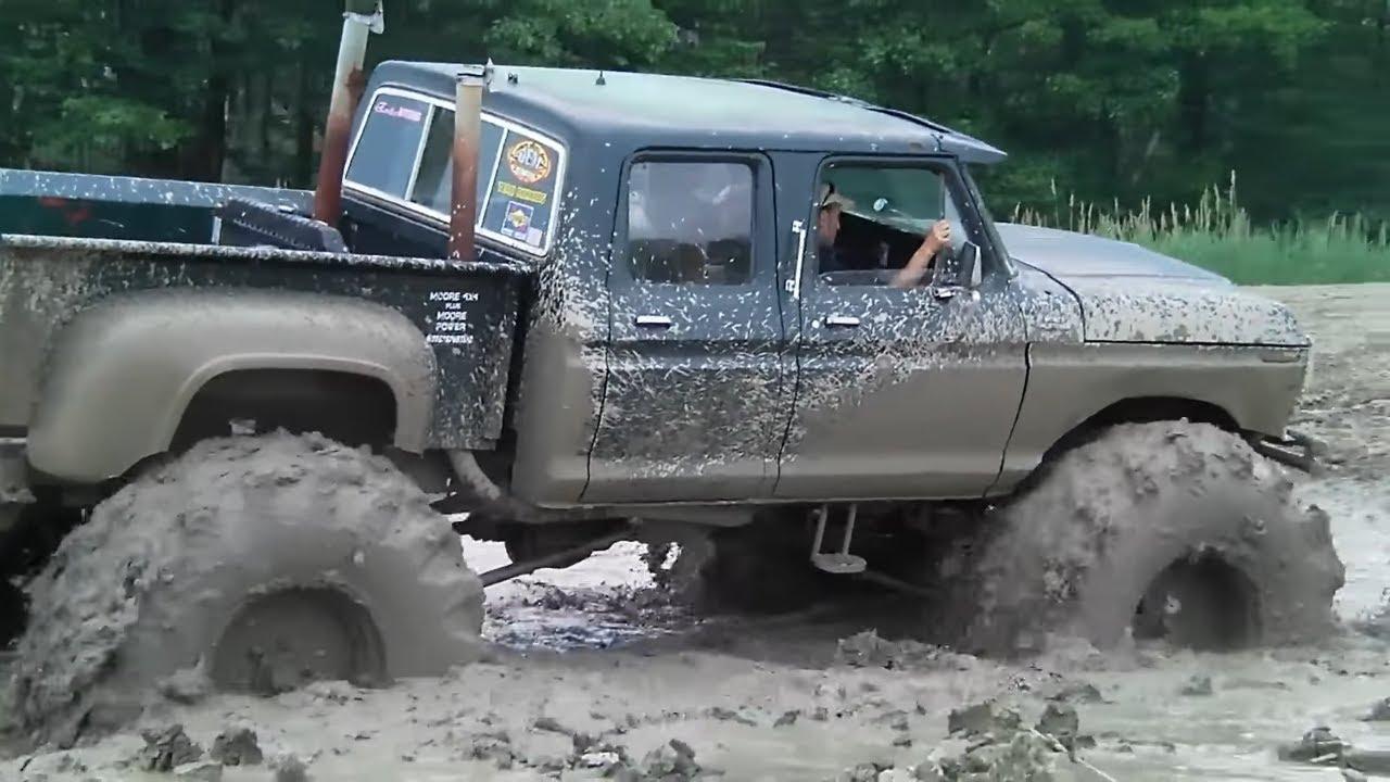 jacked up chevy trucks mudding - photo #2