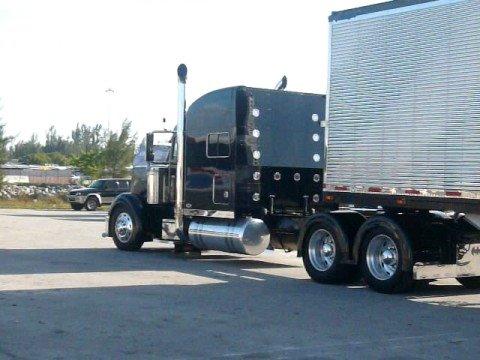 Batman truck of miami entrando a la yarda
