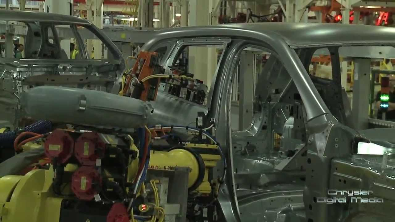 production of 2014 jeep cherokee ramps up at toledo assembly complex youtube. Black Bedroom Furniture Sets. Home Design Ideas