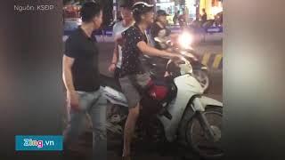 Hai thanh niên phải dừng lại xin lỗi vì sờ vòng 3 cô gái giữa phố
