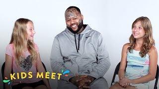 Kids Meet A Guy with a Felony (Natalie & Téa) | Kids Meet | HiHo Kids