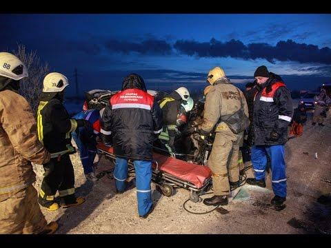 Лобовое столкновение Лады Приоры и бензовоза на Талажском шоссе в Архангельске