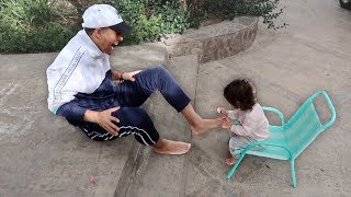 1 YEAR OLD DAUGHTER PAINTS HER DADDY'S TOENAILS!!! (THE CUTEST VIDEO EVER)