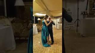 Il nonno balla con la nipote