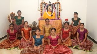 Ayigiri Nandini - Navadurgas singing Mahishasura Marddini Sthothram - 'Vande Guru Paramparaam'