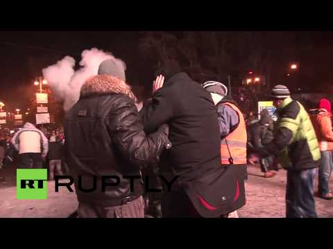 Ukraine: Medics tend the wounded as street battles rage