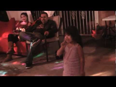 Baixar mini Victoria Justice, Ariadne Vargas @ 3yo singing all i want is everything!