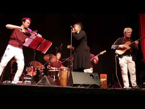 Orchestre Toubab - Live performance of Aida Dao's vocal solo on Soumbedioune