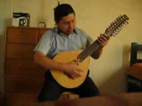 tocando bandurria huayno sicuani