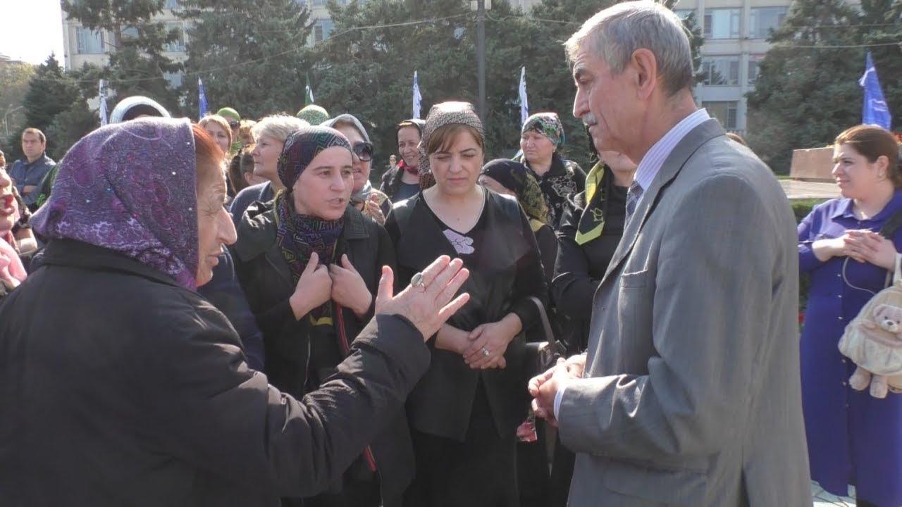 Торговцы сгоревшего рынка требуют встречи с новым главой Дагестана