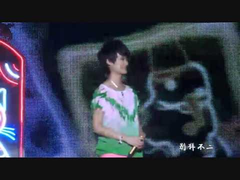 李宇春 Li Yuchun 2010WhyMe南京演唱会 Ch2 part2 (小朋友, 小宇宙)