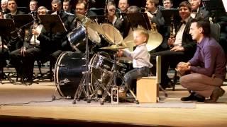 3 years old drummer / Выступление с концертным духовым оркестром