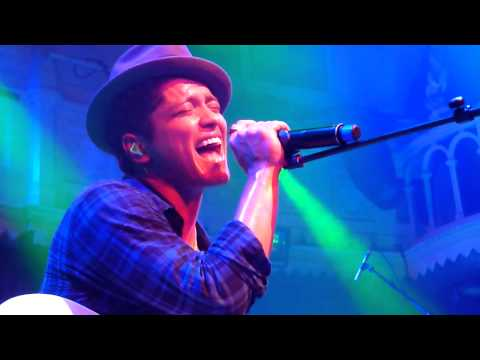 Baixar Bruno Mars - Talking To The Moon / Live in Amsterdam