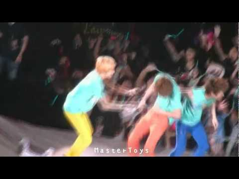 [Fancam] 110716 SHINee - Bodyguard {+ minho slipped +2min moment}