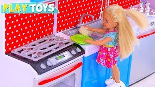 Play with Barbie and Chelsea Dolls and House Cleaning Toys! 🎀