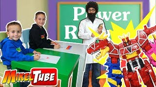 Escondemos Juguetes Power Rangers en la escuela !