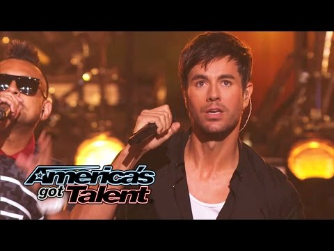 Enrique Iglesias and Sean Paul Get the Crowd Going With