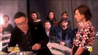 Bruno Barbieri cucina i tortellini in brodo per Daria Bignardi