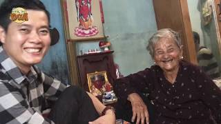 Bà ngoại bán vé số 91 tuổi nhận tiền hỗ trợ, hai bà cháu khóc hết nước mắt vì nhiều người thương!!!!