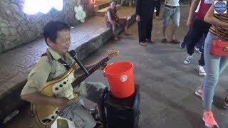Thật bất ngờ khi chú cất giọng hát tôi đi không nổi luôn/Vietnamese traditional music