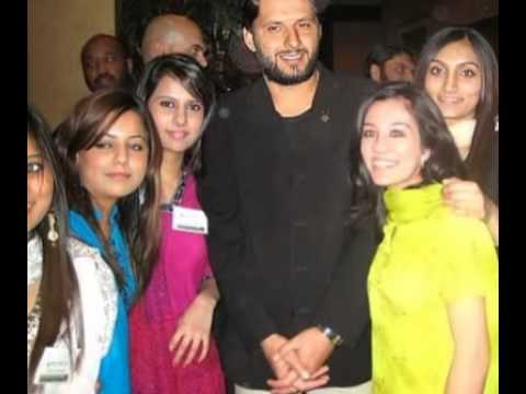 Shahid Afridi Pics With Wife Shahid Afridi With His Wife