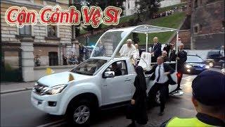 Cận Cảnh Vệ Sĩ Lao Ra Bảo Vệ Đức Giáo Hoàng Phanxicô I Pope Francis