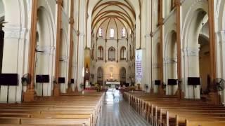 Bên trong Nhà thờ chính tòa Đức Bà Sài Gòn