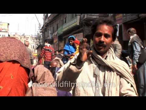 Roadside Ear Cleaner In India - Smashpipe Travel