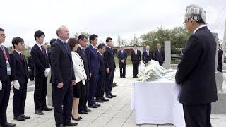Премьер-министр Японии Синдзо Абэ  возложил цветы к памятнику  японским военнопленным в Артеме